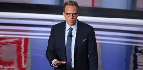 Tapper, Connelly Team Up to Help Indie Bookstores