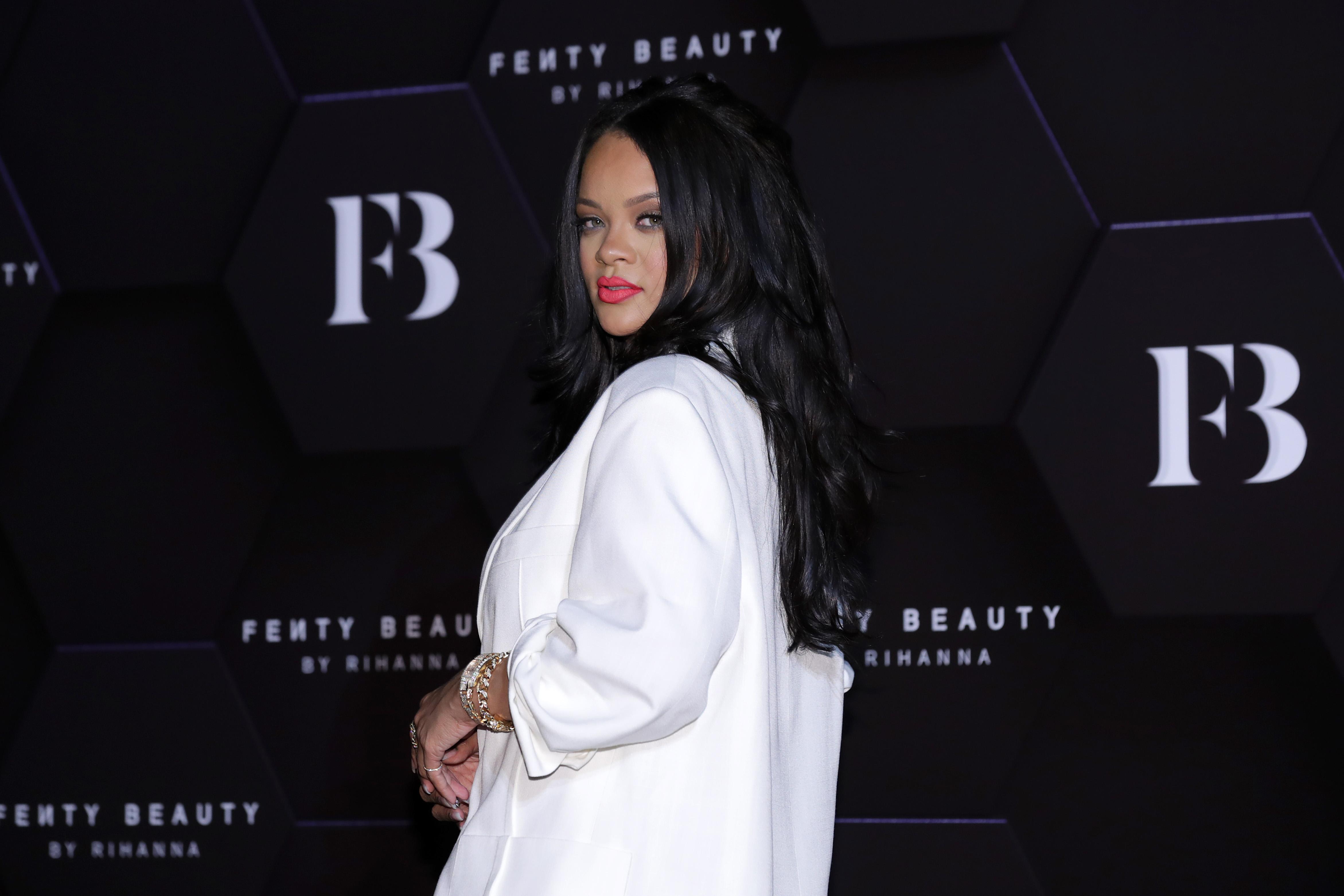 "Rihanna to Publish a ""Visual Autobiography"""
